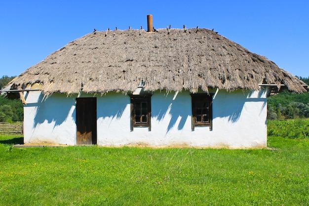 Vecchia casa rurale tradizionale ucraina