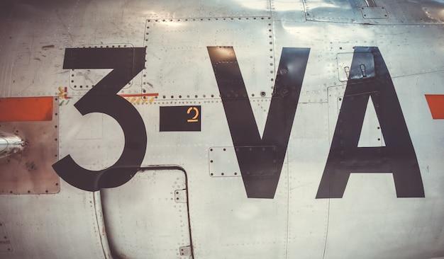 Vecchia vista d'annata del primo piano della fusoliera dell'aeroplano