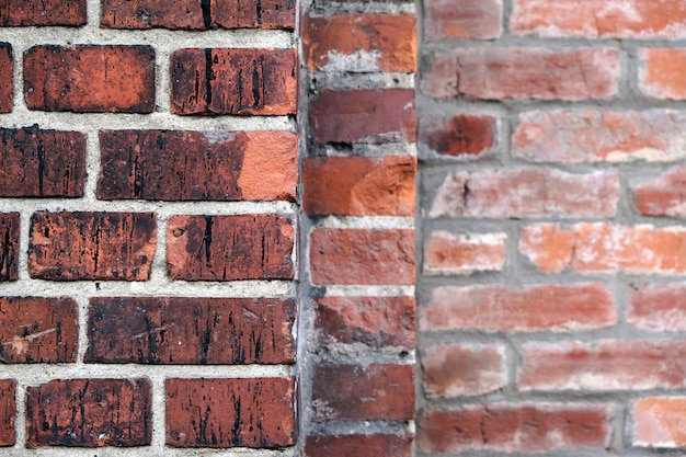 Vecchio muro di mattoni rossi vintage. sottotetto architettonico astratto