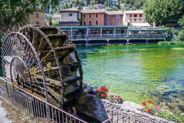 Vecchia ruota idraulica a fontaine de vaucluse provence france