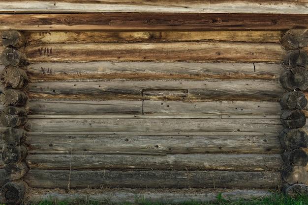 Sfondo di parete in legno vecchio e stagionato. copia spazio