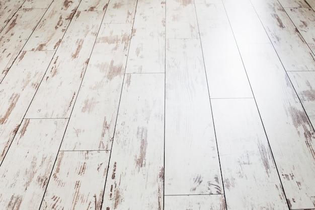 Vecchio pavimento verniciato bianco grunge