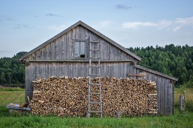 Vecchio fienile in legno