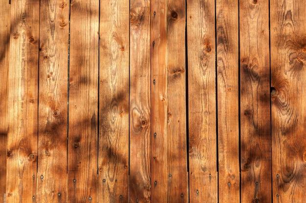 Vecchia struttura di legno, recinto di legno della plancia da vicino.