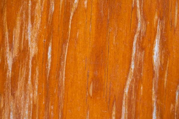 Vecchio peeling di pittura murale in legno.