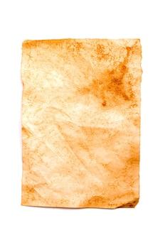 Vecchia carta ingiallita isolata su sfondo bianco