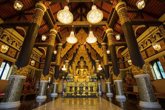 Uno dell'oro del buddha nel tempio thailandia