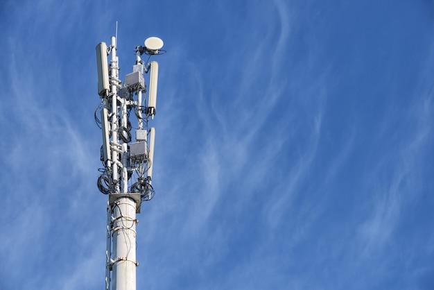 Una torre della stazione base cellulare