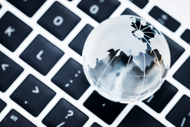 Educazione online all'e-learning per concetto di tecnologia: asia studio di apprendimento delle conoscenze educative