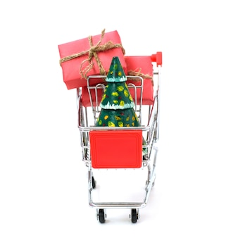 Concetto di shopping online - carrello pieno di regali. black friday e cyber monday