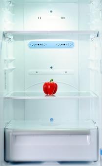 L'unico peperone fresco e crudo in frigorifero
