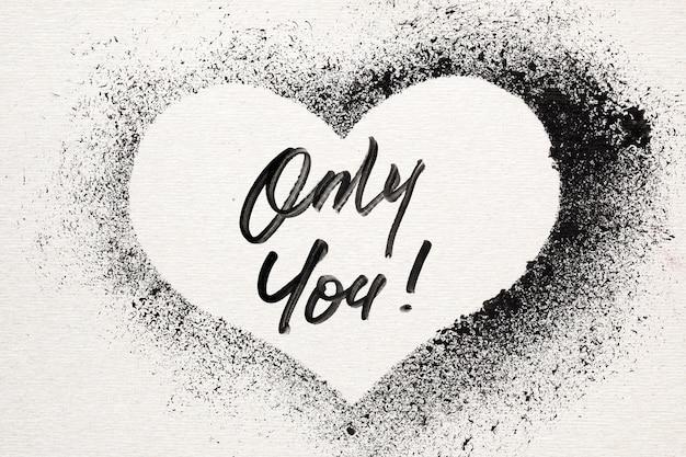Solo tu - cuore con stencil grunge. biglietto di san valentino in stile graffiti