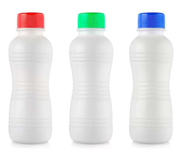 Le bottiglie di plastica bianche opache con coperchio colorato