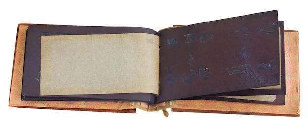 Apri album fotografico antico isolato su sfondo bianco