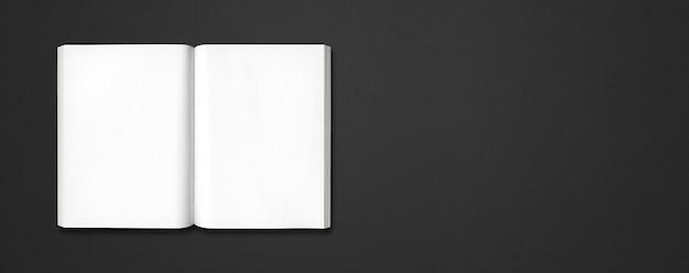 Libro aperto isolato su una bandiera nera