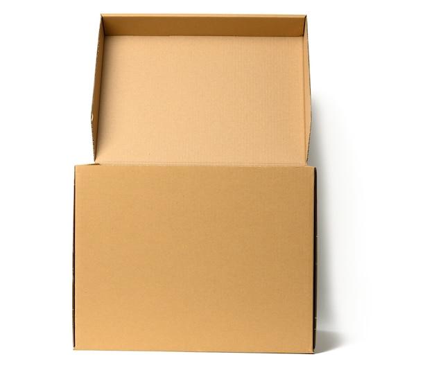 Scatola di carta ondulata marrone aperta con coperchio per documenti su sfondo bianco. contenitore per trasloco