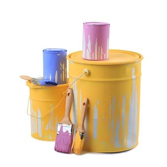 Apri barattoli di vernice in diversi colori e pennelli Foto Premium