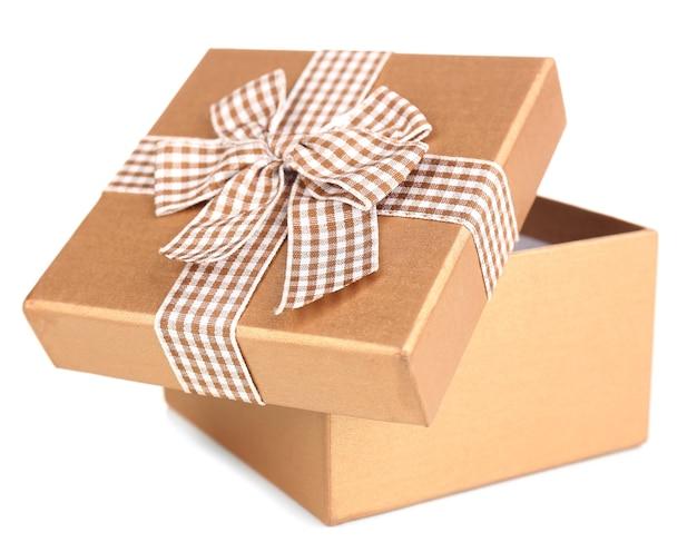 Scatola regalo aperta isolata su bianco