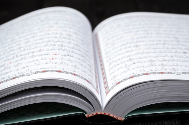 Apri il libro sacro dei musulmani