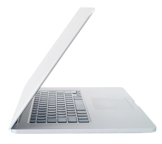 Aprire il laptop su sfondo bianco, isolare la vista laterale