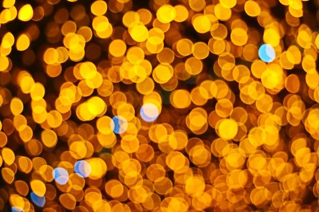 Estratto di colore arancione di sfocatura e bokeh colorato luce e giardino notturno