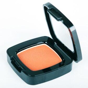 Ombretti arancioni su sfondo bianco