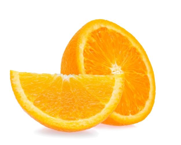 Frutta arancione isolata su sfondo bianco
