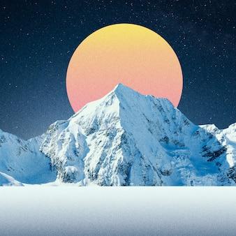 Pianeta arancione dietro la montagna innevata nella notte. collage con tema cosmo e astronomia. spazio negativo per inserire il testo. design moderno. collage di arte contemporanea colorato e concettuale luminoso.