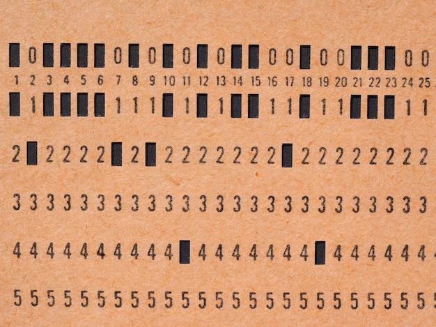 Scheda perforata arancione per la programmazione