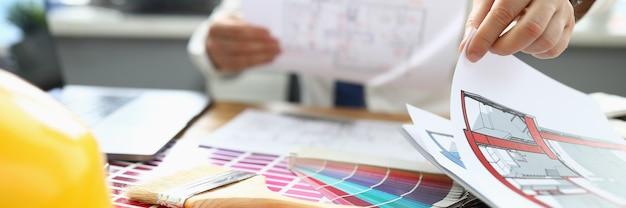 Ordina il progetto di design individuale in un'impresa di costruzioni con una diversa scelta di colori.
