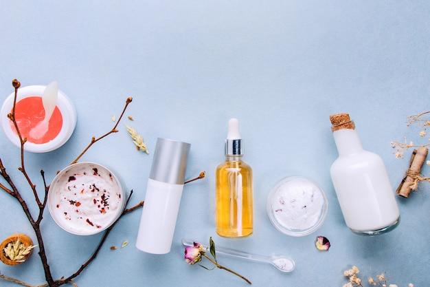 Cosmetici bio bio con ingredienti vegetali. estratto naturale di ambra, oli d'oro, siero.