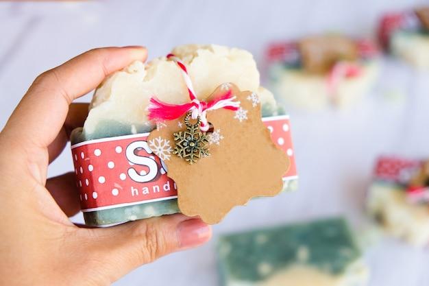 Sapone artigianale biologico per regali festivi