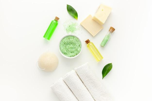 Cosmetici termali biologici con olio dell'albero del tè e sale marino