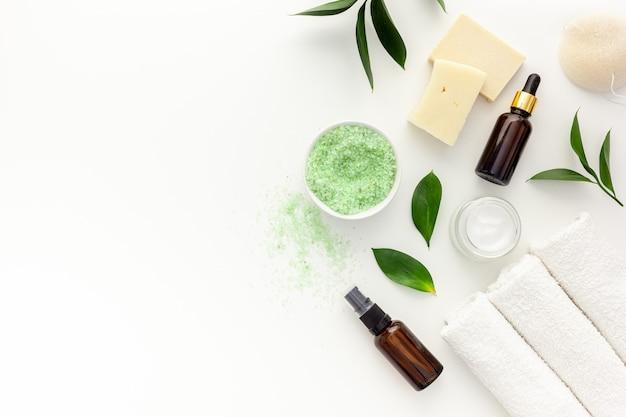 Cosmetici biologici per spa con olio di melaleuca e sale marino