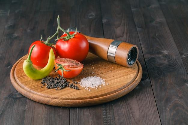 Pomodori biologici con papper, sale marino