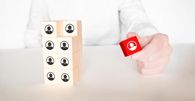 Organizzazione e struttura del team simboleggiate con cubi