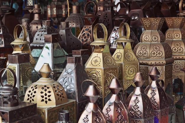 Lampade orientali in metallo e vetro