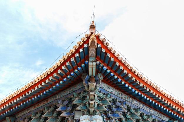 Vecchio tetto cinese elegante originale del palazzo