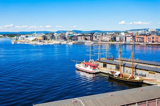 Porto di oslo o porto nel quartiere di aker brygge a oslo, la capitale della norvegia.