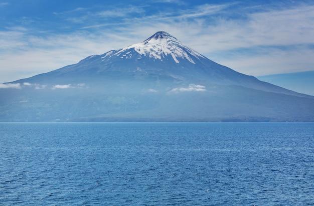 Vulcano osorno nel parque nacional vicente perez rosales, lake district, puerto varas, cile.
