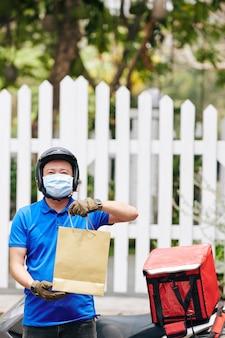 Ourier fornisce la consegna di cibo senza contatto