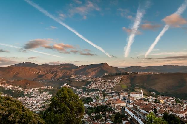 Ouro preto minas gerais brasile veduta parziale della città con edifici storici