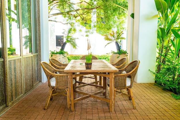 Tavolo da esterno e sedia o tavolo da pranzo all'aperto