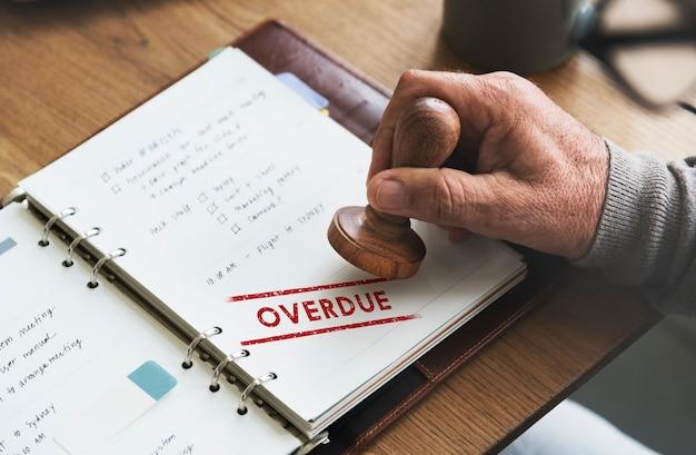 Concetto di pagamento non pagato di transazione in sospeso scaduta