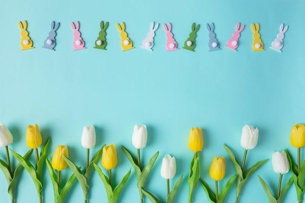 Vista aerea felice pasqua sfondo blu primavera concetto primavera colore tradizionale composizione copia spazio