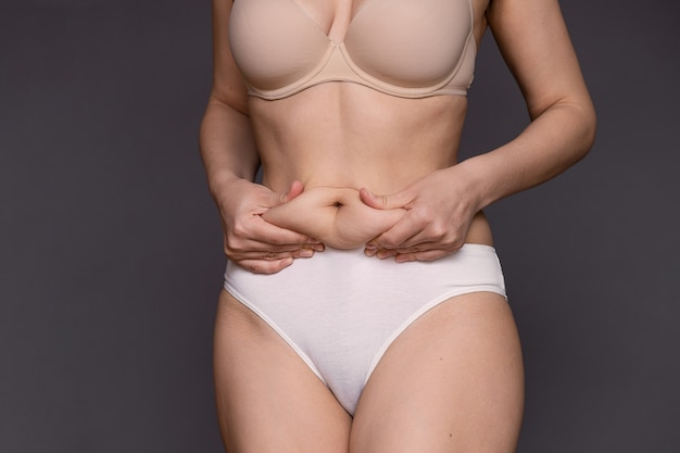 Donna in sovrappeso e obesa.