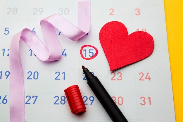 Data di ovulazione segnata sul calendario, cercando di concepire.