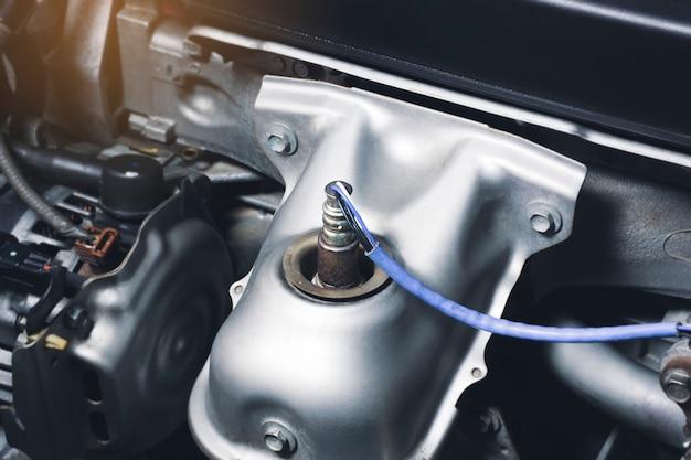 Sensore di ossigeno o2 nel tubo di scarico per il calcolo degli ingredienti nel sistema motore