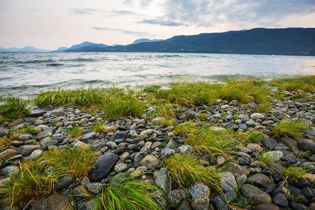 Costa dell'oceano pacifico nella columbia britannica, canada. wanderlust concetto di viaggio.