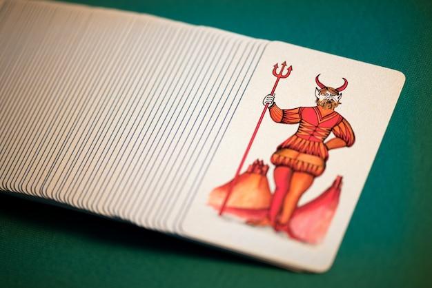 Confezione di carte dei tarocchi pittoriche con il diavolo